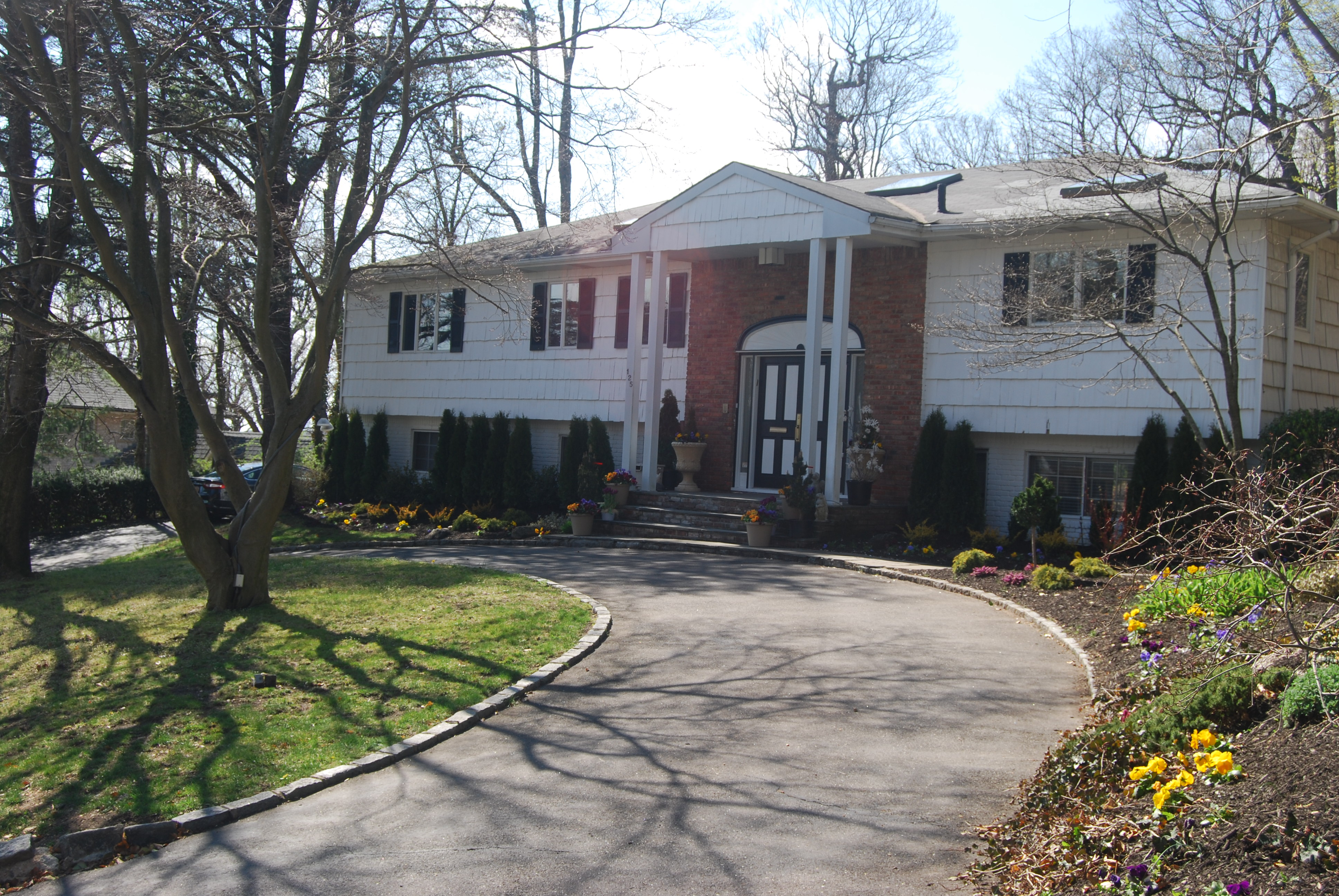 Single Family Home for Sale at Hi Ranch 125 Ash Dr East Hills, New York, 11576 United States