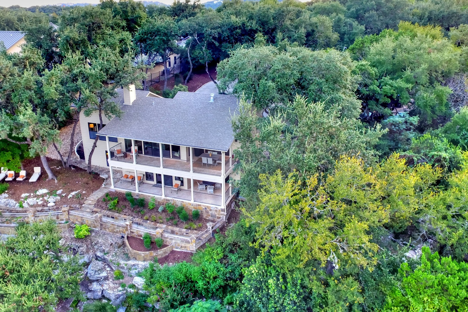 Additional photo for property listing at Beautifully Remodeled Lake Austin Waterfront 3961 Westlake Dr Austin, Texas 78746 United States
