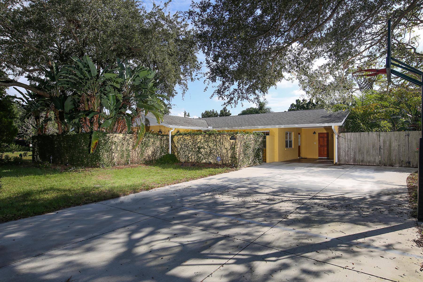 独户住宅 为 销售 在 CENTRAL SARASOTA 2374 Bougainvillea St 萨拉索塔, 佛罗里达州 34239 美国