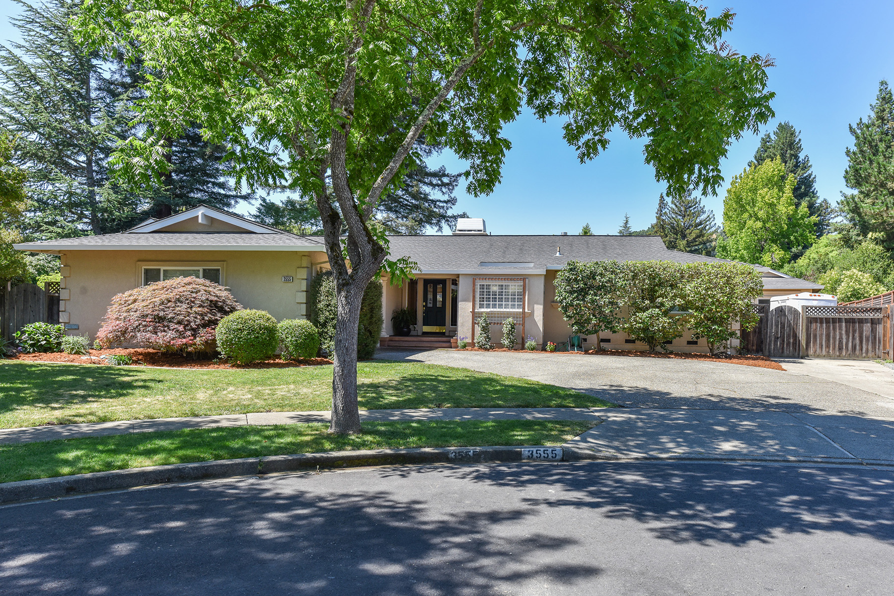 Casa Unifamiliar por un Venta en 3555 Lynbrook Ct, Napa, CA 94558 3555 Lynbrook Ct Napa, California, 94558 Estados Unidos