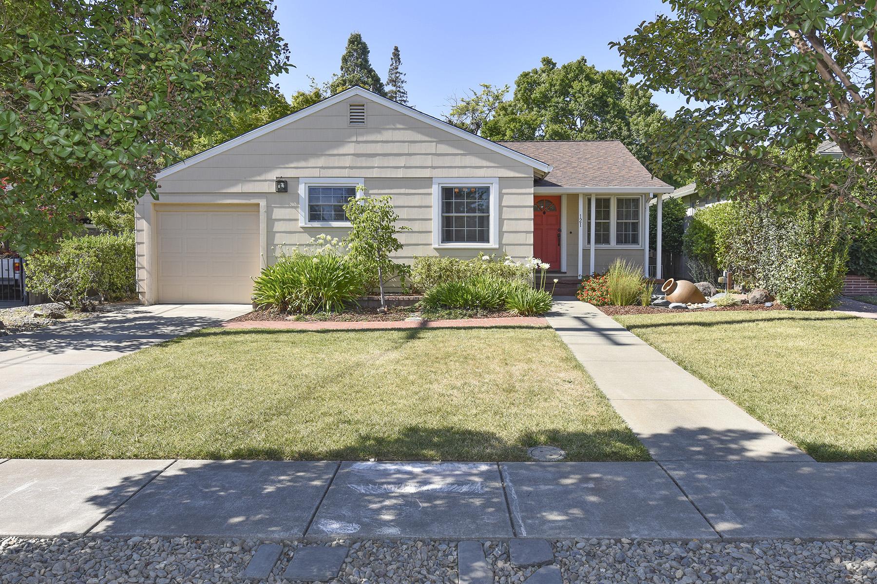 Nhà ở một gia đình vì Bán tại 121 Fairview Dr, Napa, CA 94559 121 Fairview Dr Napa, California, 94559 Hoa Kỳ