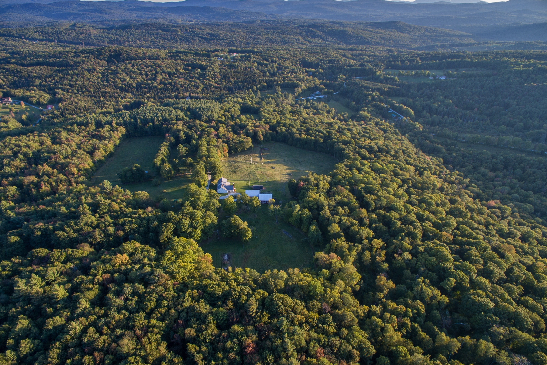 Terreno por un Venta en Wildlife abounds and privacy is assured... Old Farm Rd Shrewsbury, Vermont, 05738 Estados Unidos