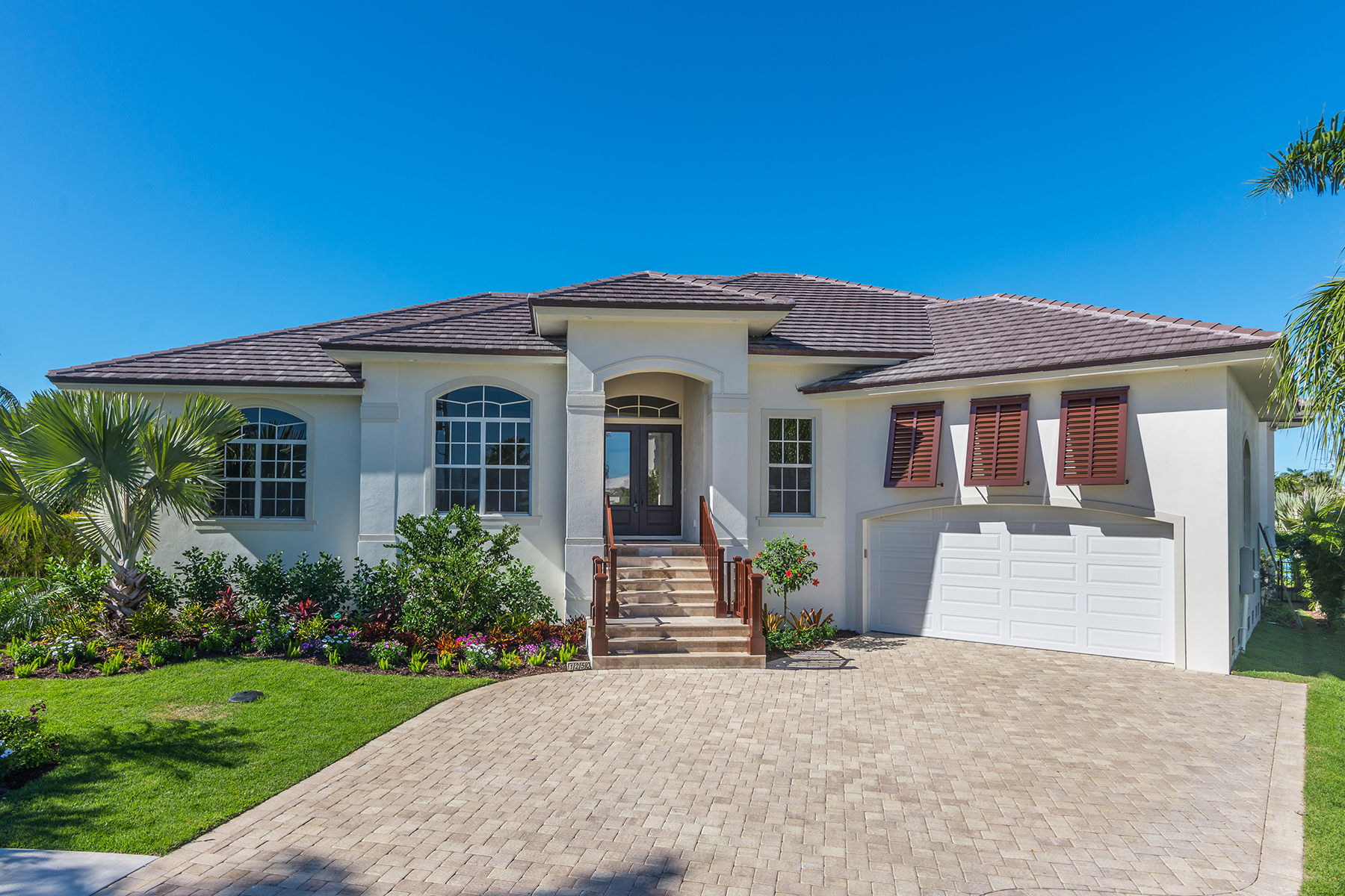 Villa per Vendita alle ore MARCO ISLAND - ARUBA COURT 1250 Aruba Ct Marco Island, Florida 34145 Stati Uniti