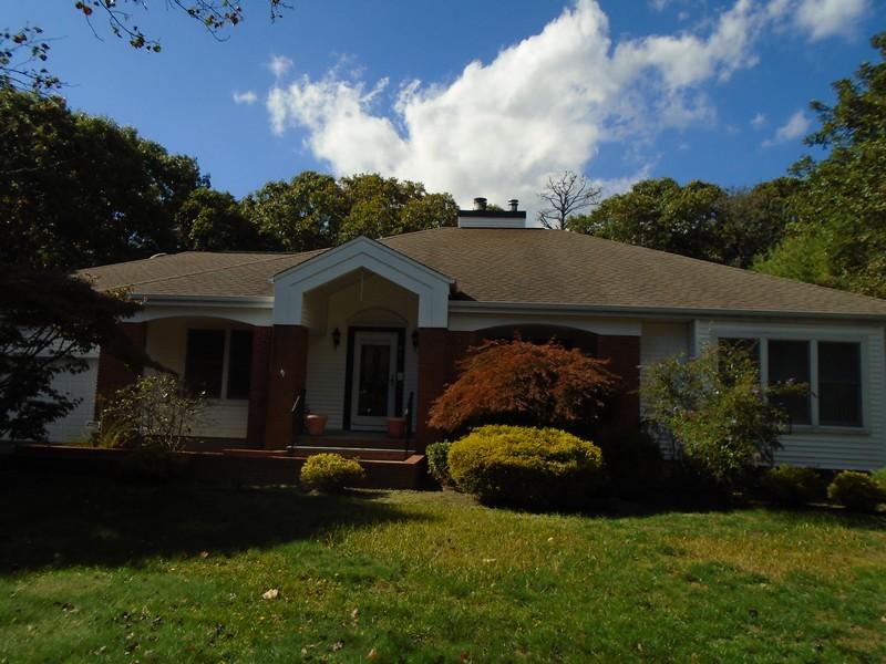 단독 가정 주택 용 매매 에 Exp Ranch 58 W Margin Dr Shirley, 뉴욕 11967 미국