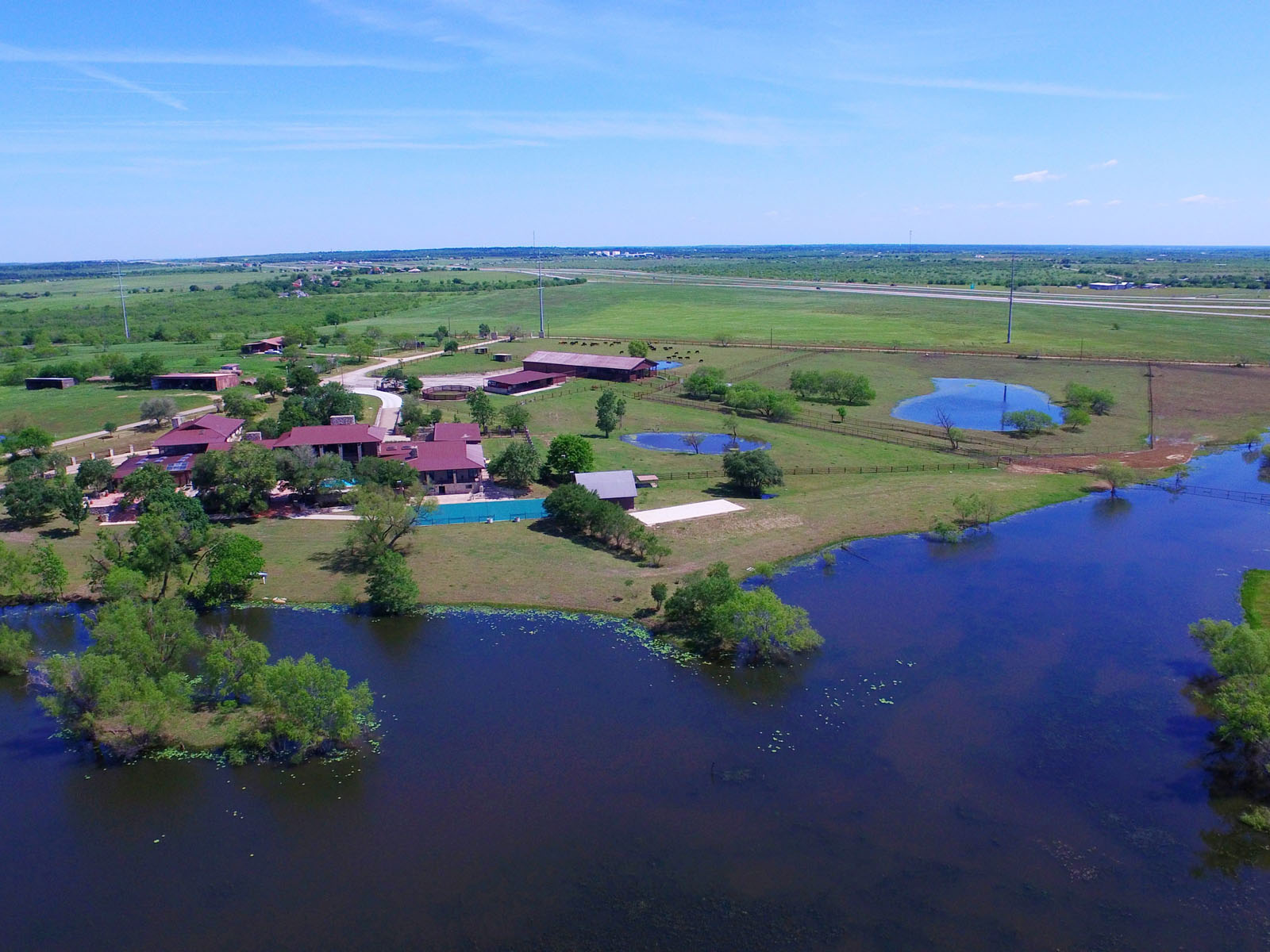 Additional photo for property listing at Magnificent Ranch Estate 519 Briarpatch Rd Lockhart, Texas 78644 Estados Unidos