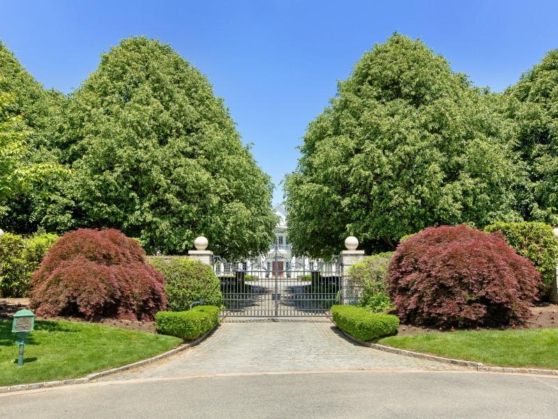Villa per Vendita alle ore Villa Signorile 8 Chestnut Hill Ct Upper Brookville, New York 11771 Stati Uniti