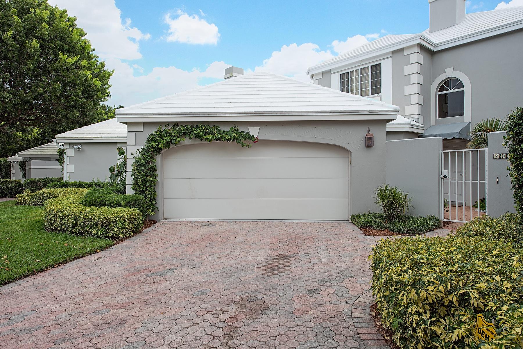 タウンハウス のために 売買 アット PELICAN BAY-VILLA LANTANA 7082 Villa Lantana Way Naples, フロリダ 34108 アメリカ合衆国