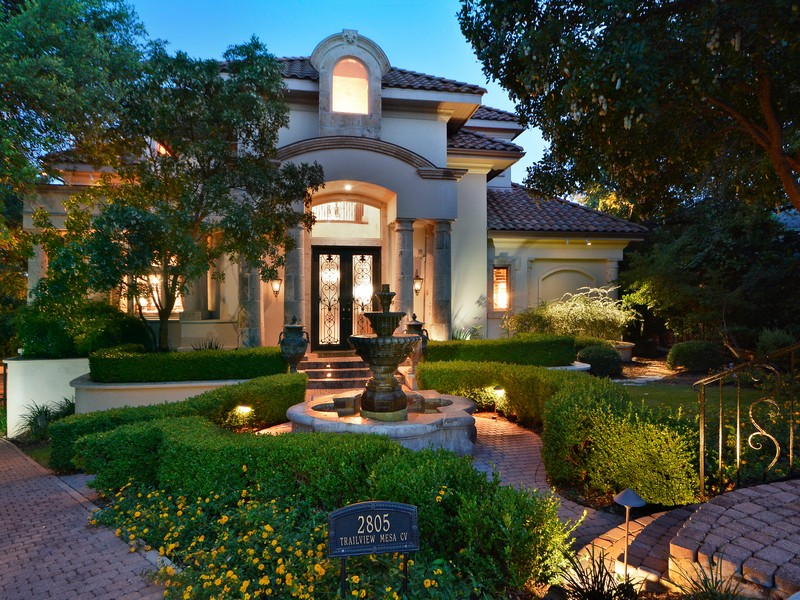 Single Family Home for Sale at Stunning Architecture and Design 2805 Trailview Mesa Cv Austin, Texas 78746 United States
