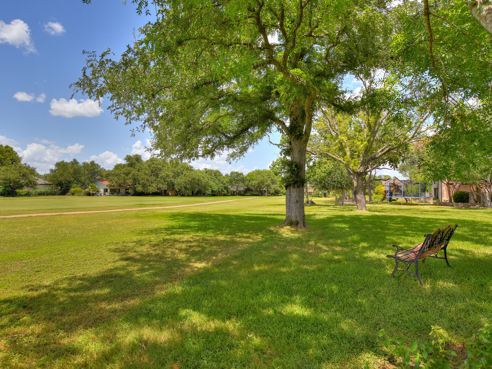 Additional photo for property listing at Ranch Style Home on a Double Lot 921 Vanguard St Lakeway, Texas 78734 Estados Unidos