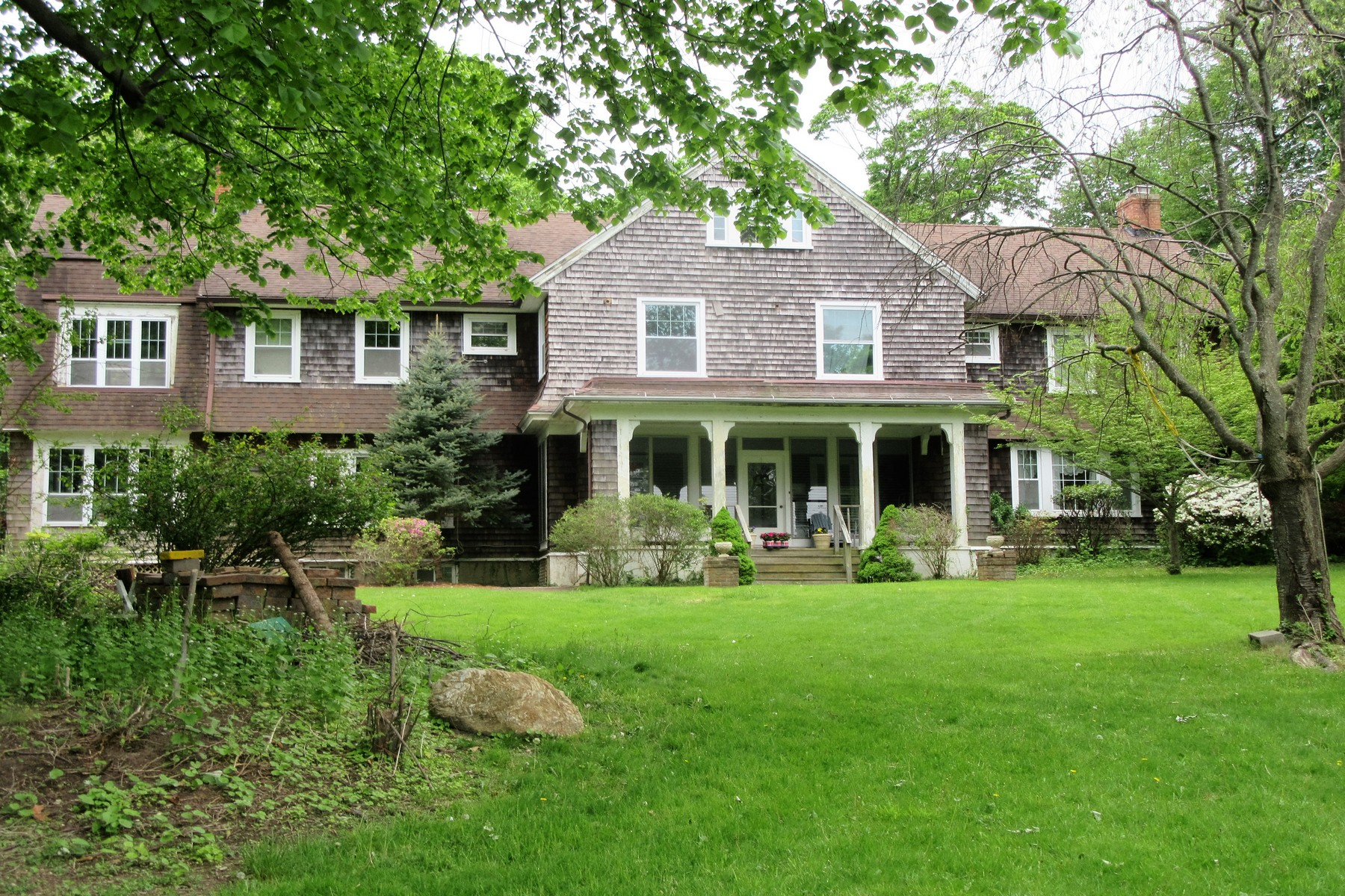 Single Family Home for Sale at Asharoken 11 Bevin Rd Northport, New York, 11768 United States