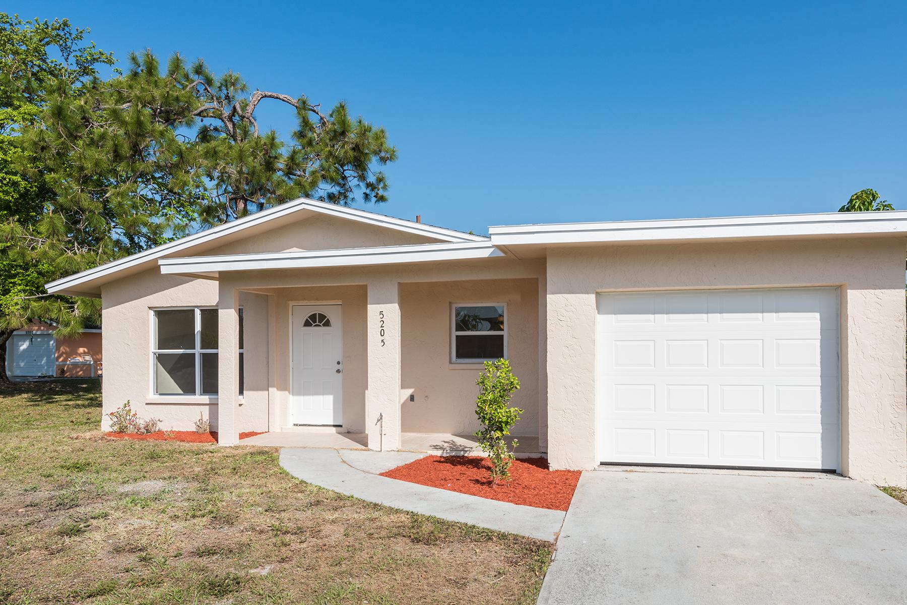 一戸建て のために 売買 アット NAPLES MANOR 5205 Perry Ln Naples, フロリダ, 34113 アメリカ合衆国