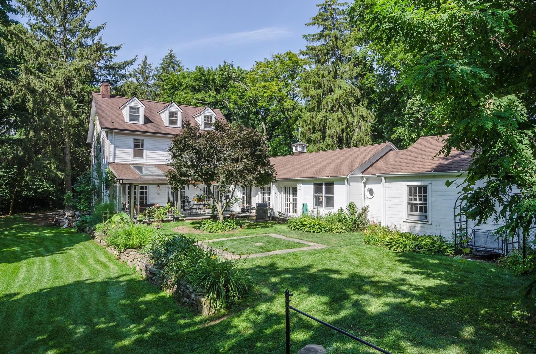 Casa para uma família para Venda às Colonial 429 Mill River Rd Oyster Bay, Nova York, 11771 Estados Unidos