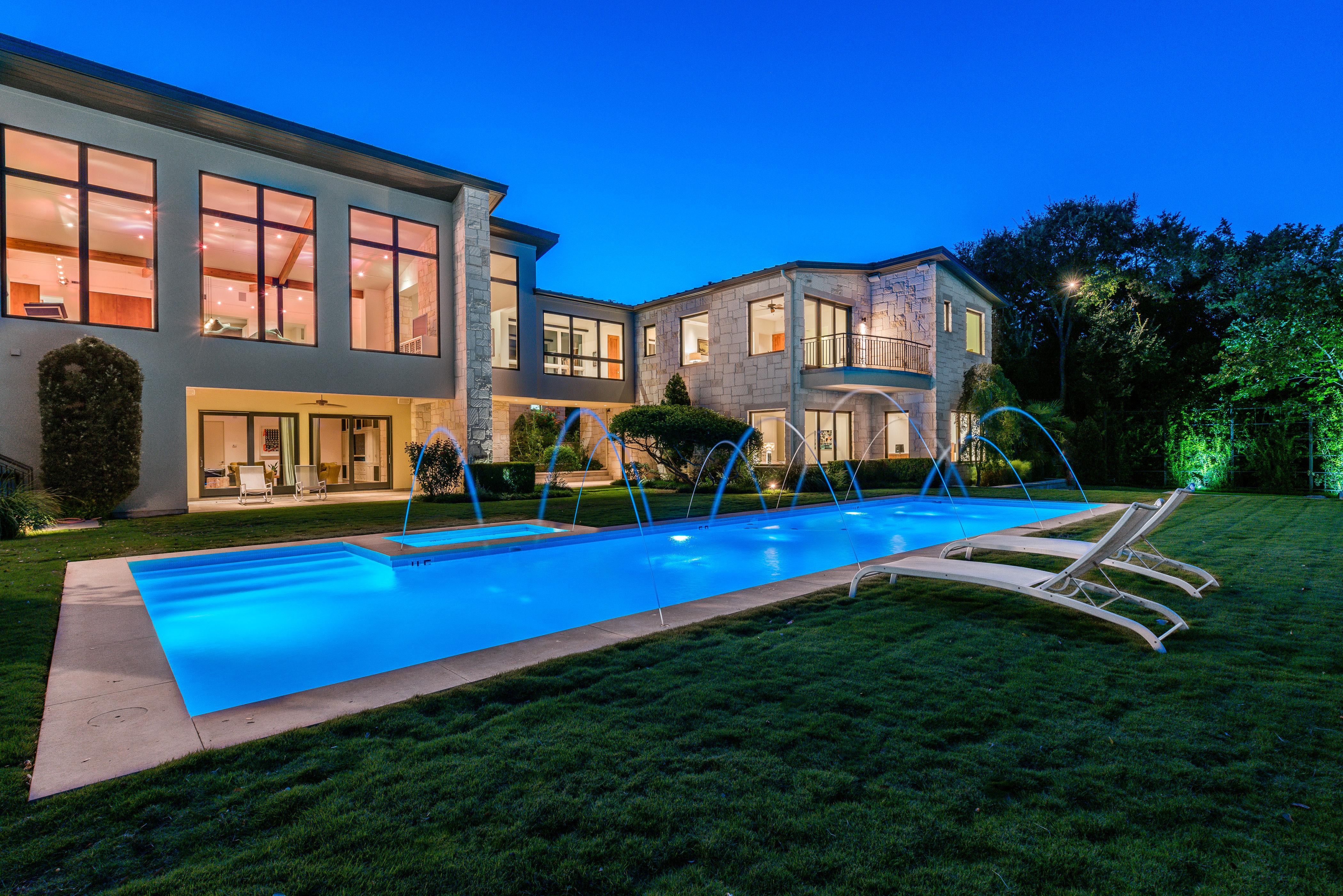 Casa para uma família para Venda às One-of-a-Kind Home on 1.63 Acres and City Views 102 Skyline Dr Austin, Texas 78746 Estados Unidos