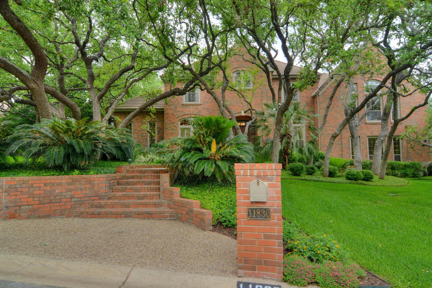 Maison unifamiliale pour l Vente à Fantastic Street Appeal in Elm Creek 11830 Elmscourt Elm Creek, San Antonio, Texas, 78230 États-Unis