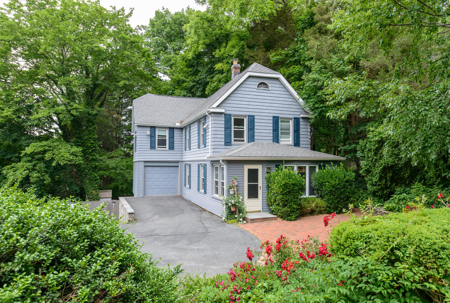 Single Family Home for Sale at Colonial 59 Little Neck Rd Centerport, New York 11721 United States