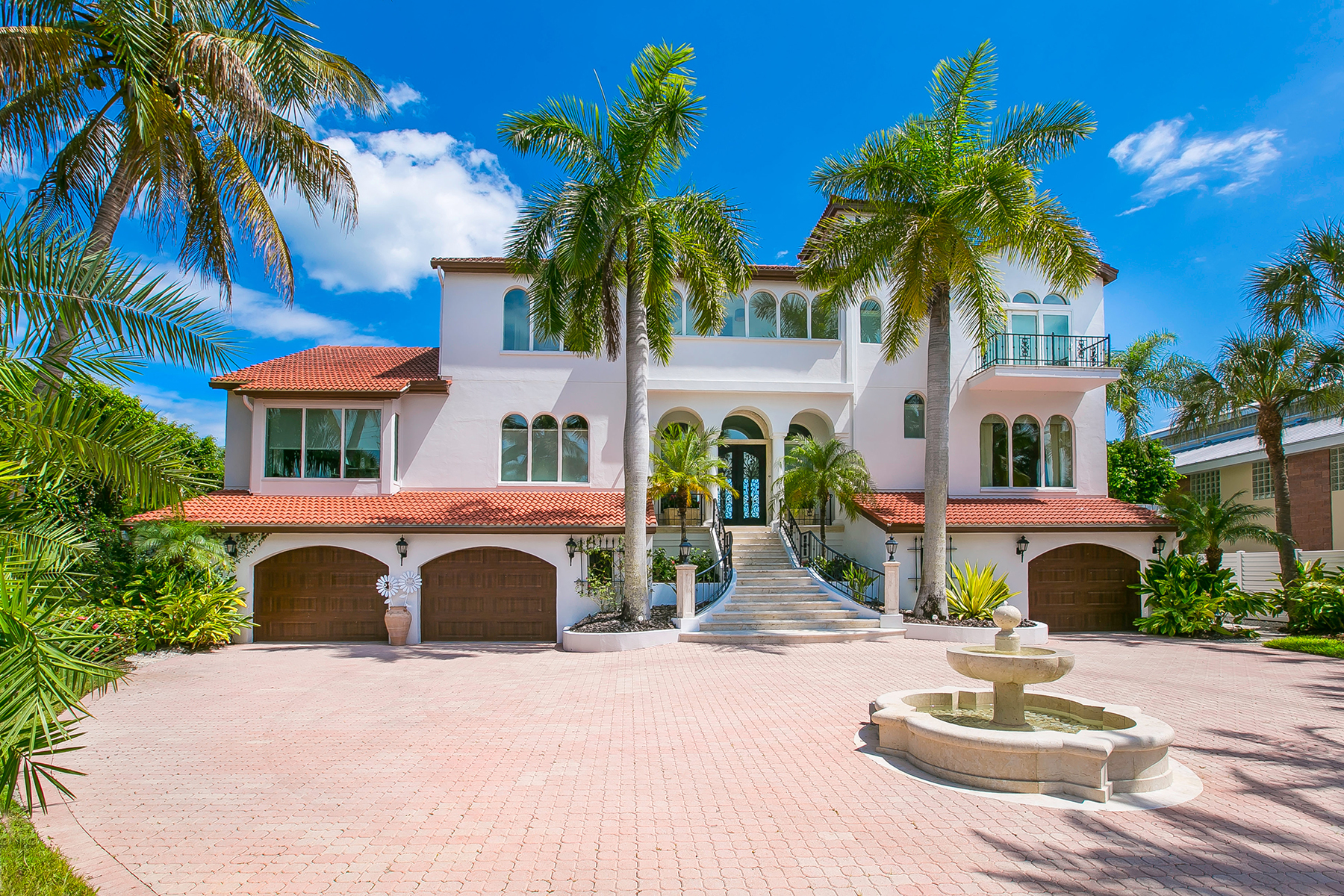 Casa Unifamiliar por un Venta en ST. ARMANDS BAY FRONT 66 N Washington Dr Sarasota, Florida, 34236 Estados Unidos