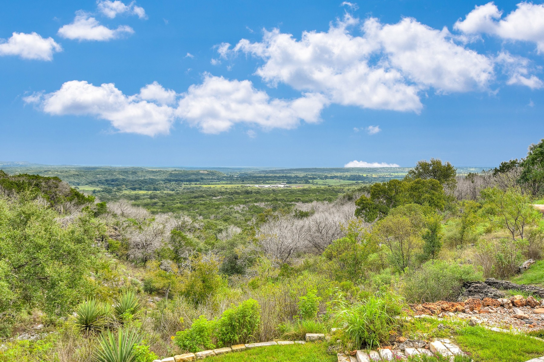 Additional photo for property listing at Unique Hill Country Oasis 575 Adventure Trl Marble Falls, Texas 78654 United States