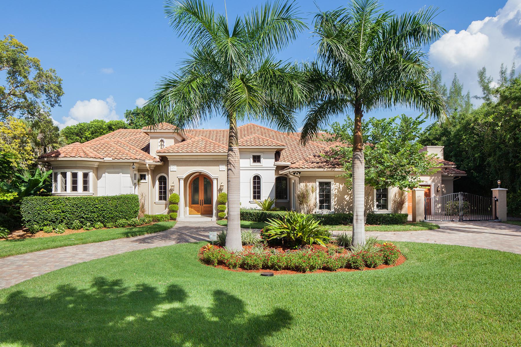 Casa para uma família para Venda às MOORINGS 691 Rudder Rd Naples, Florida, 34102 Estados Unidos