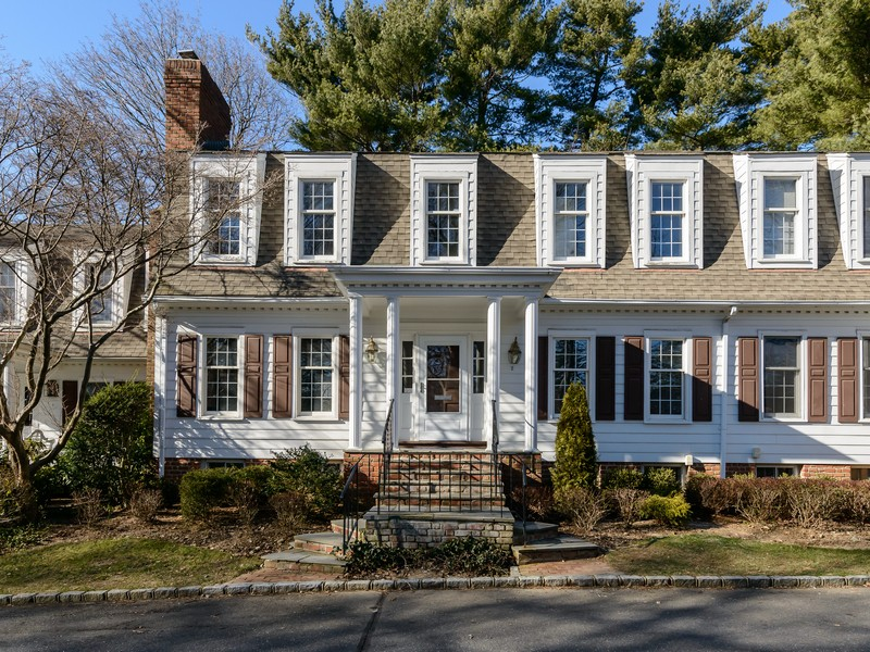 Nhà chung cư vì Bán tại Condo 2 Dukeofgloucester Manhasset, New York 11030 Hoa Kỳ
