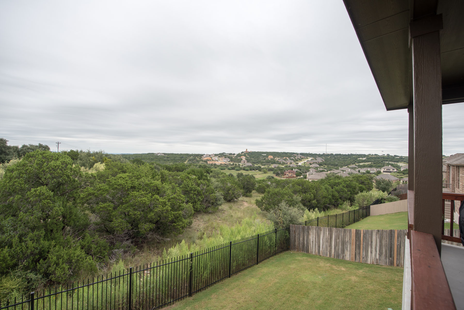 Additional photo for property listing at Wonderful Home on the Greenbelt 22420 Rock Wren Rd Spicewood, Texas 78669 Estados Unidos