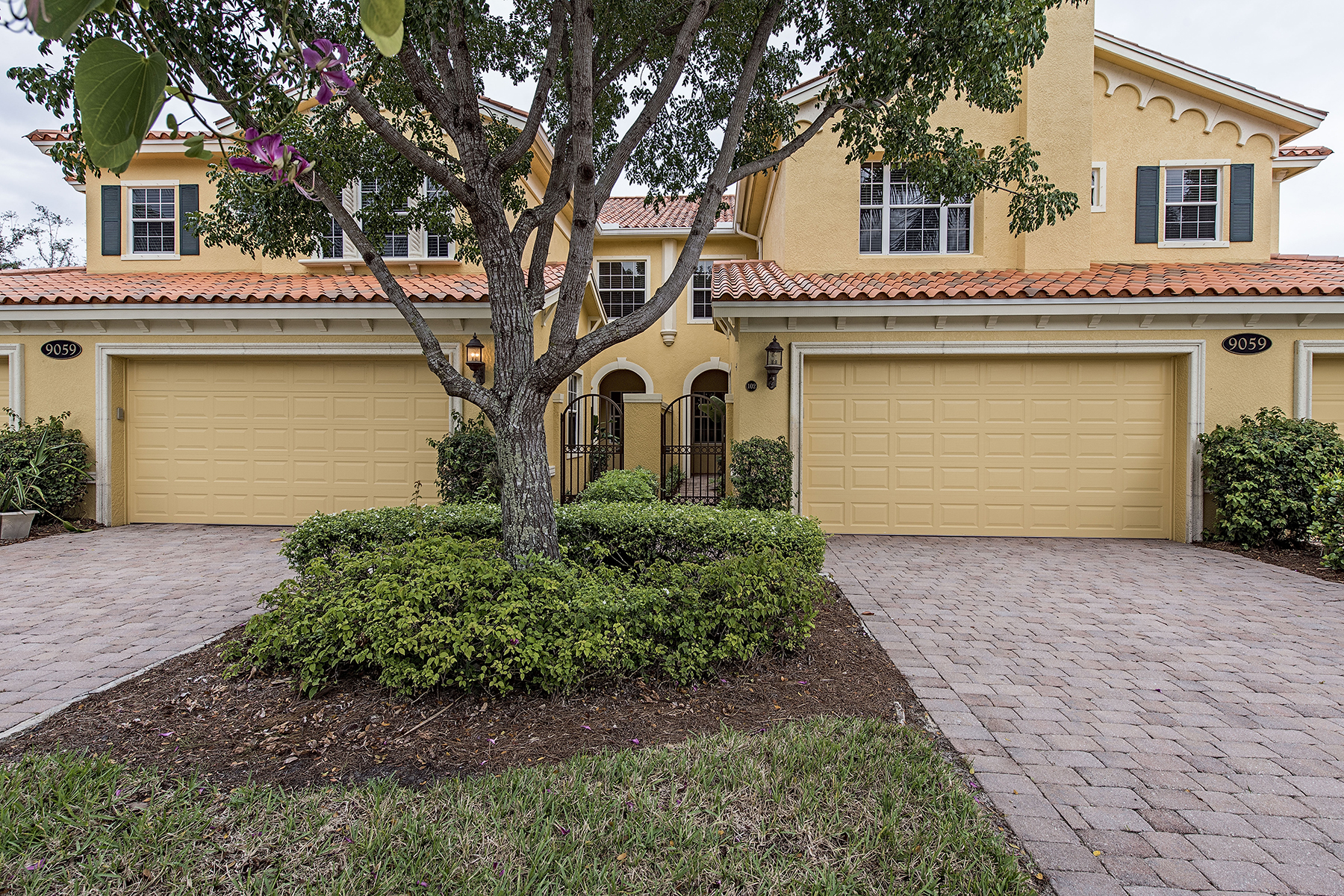 Condomínio para Venda às FIDDLERS CREEK - FIDDLERS CREEK 9059 Cascada Way 101 Naples, Florida 34114 Estados Unidos