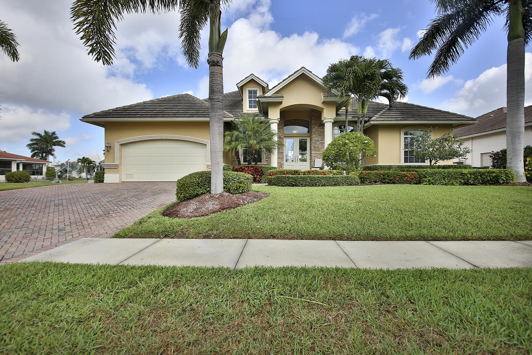 Casa para uma família para Venda às MARCO ISLAND - WINTERBERRY DRIVE 1620 Winterberry Dr Marco Island, Florida 34145 Estados Unidos