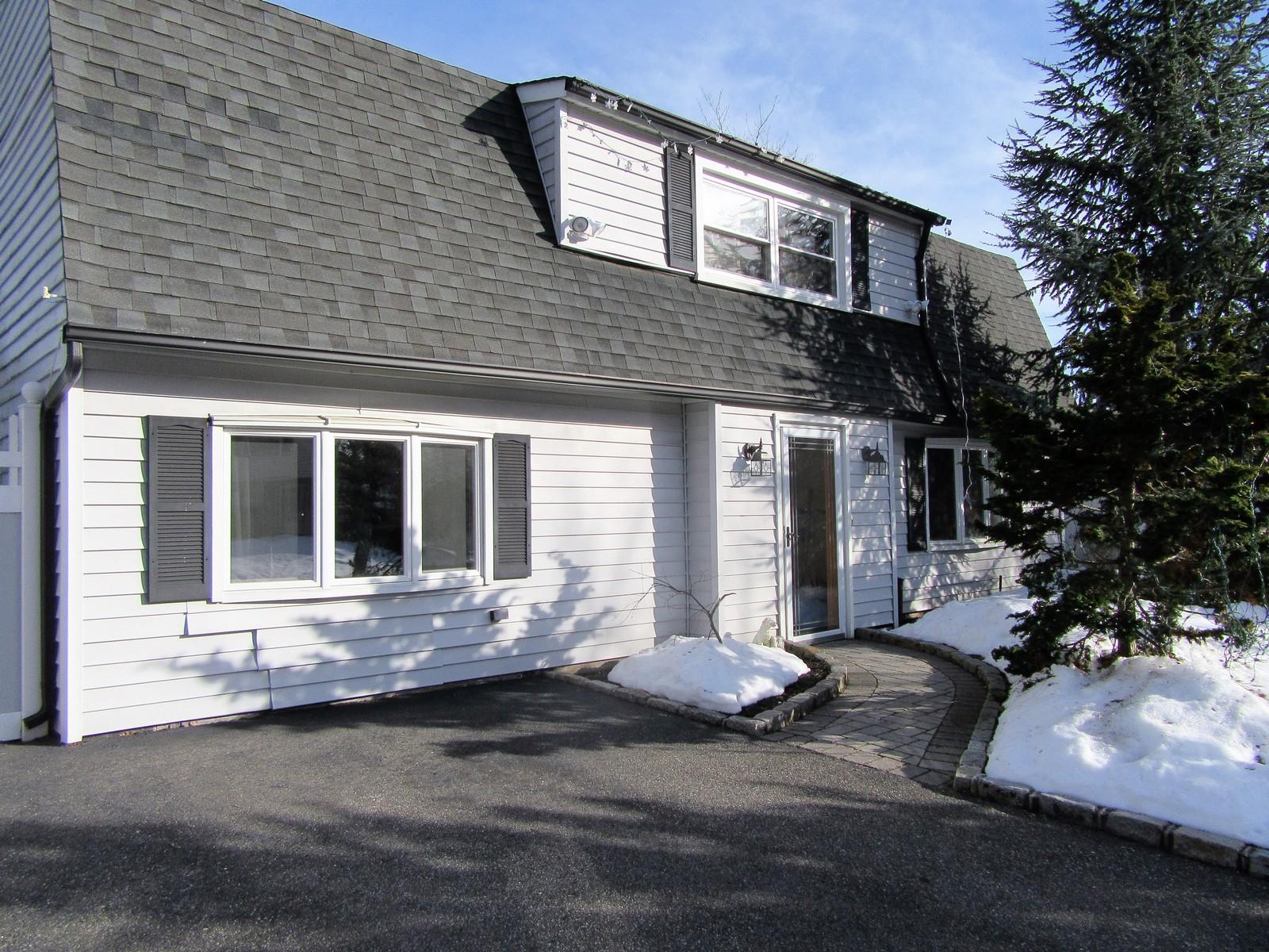 獨棟家庭住宅 為 出售 在 Colonial 27 Ramsy Ln Farmingville, 紐約州, 11738 美國