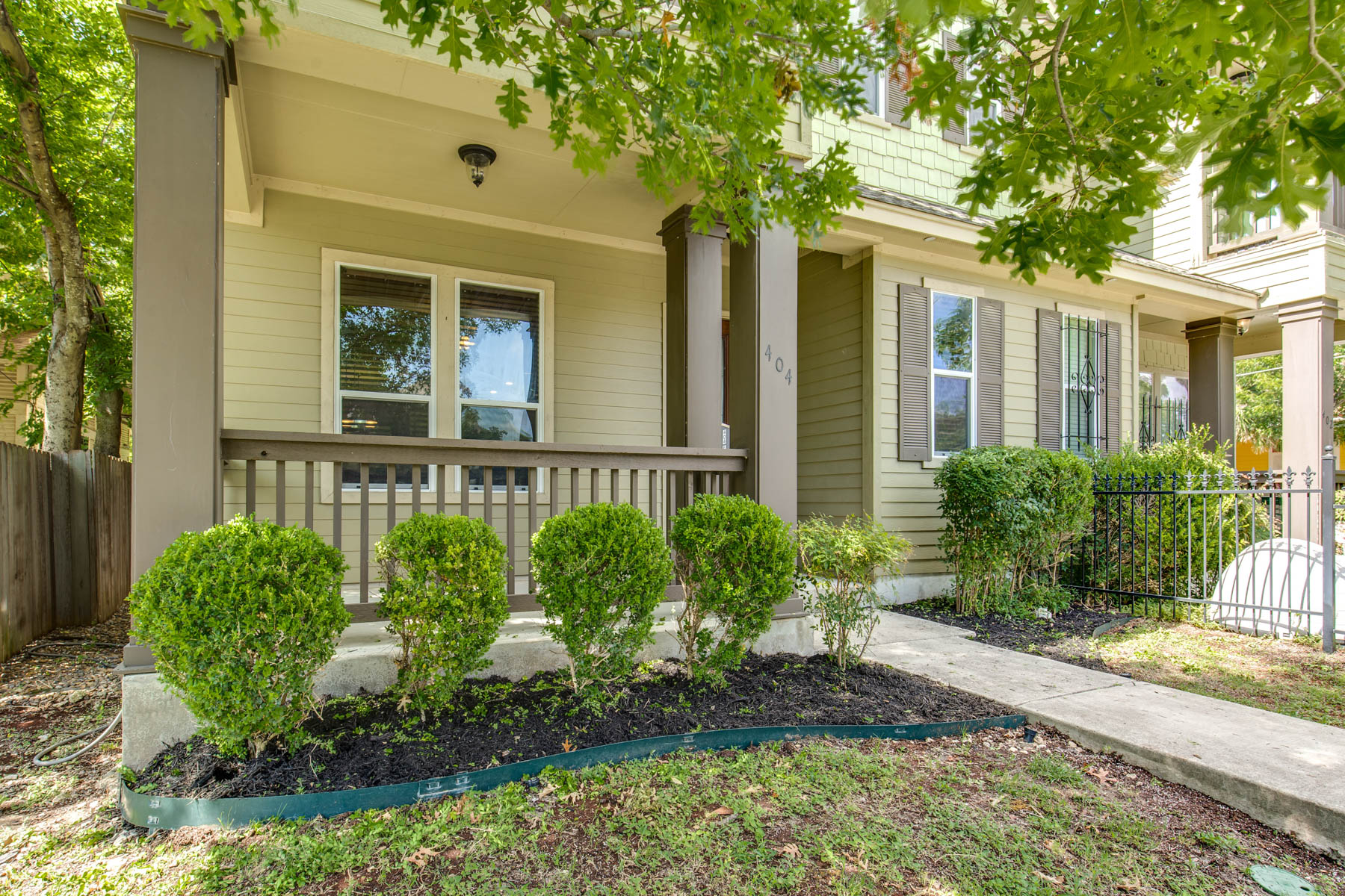 Townhouse for Sale at Urban Townhouse in Tobin Hill 404 E Courtland Pl 404 San Antonio, Texas 78212 United States