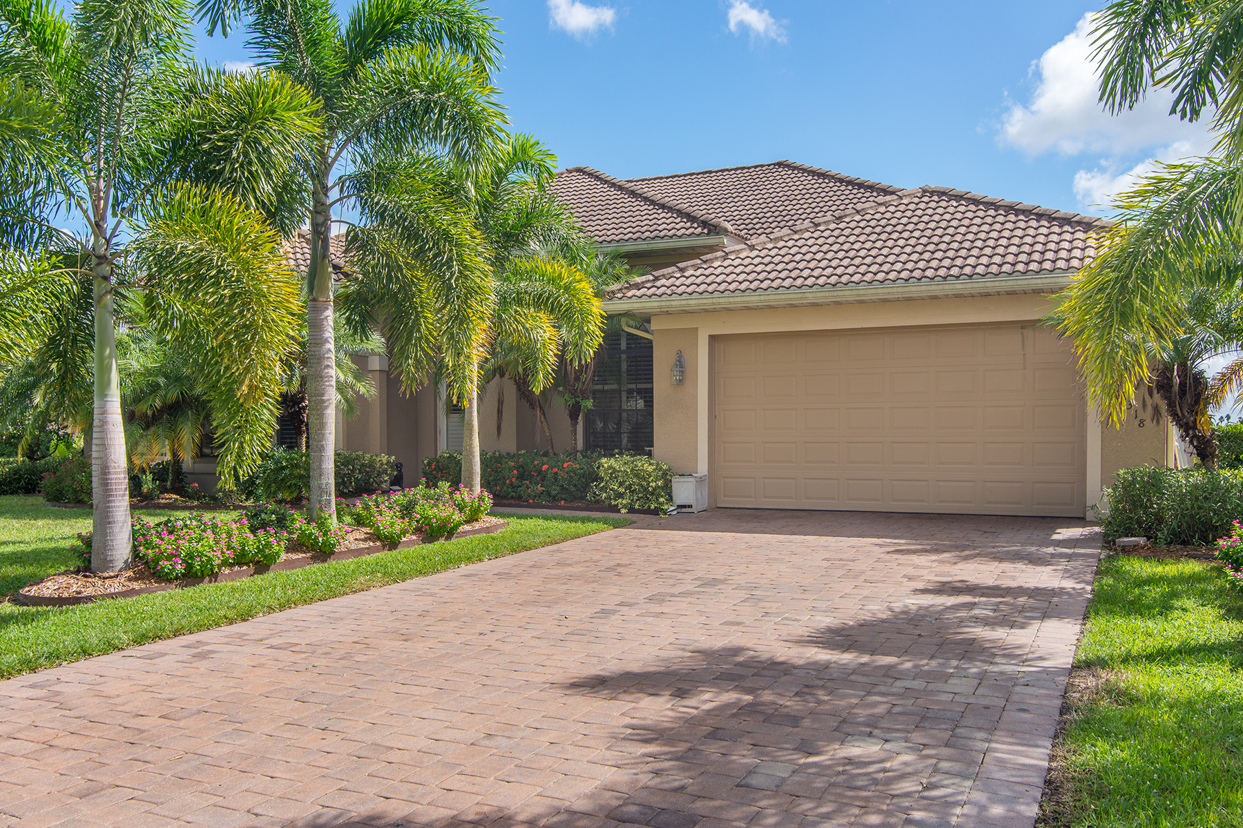 Einfamilienhaus für Verkauf beim ROYAL PALM GOLF ESTATES - ROYAL HAMMOCK BLVD 18318 Royal Hammock Blvd Naples, Florida 34114 Vereinigte Staaten