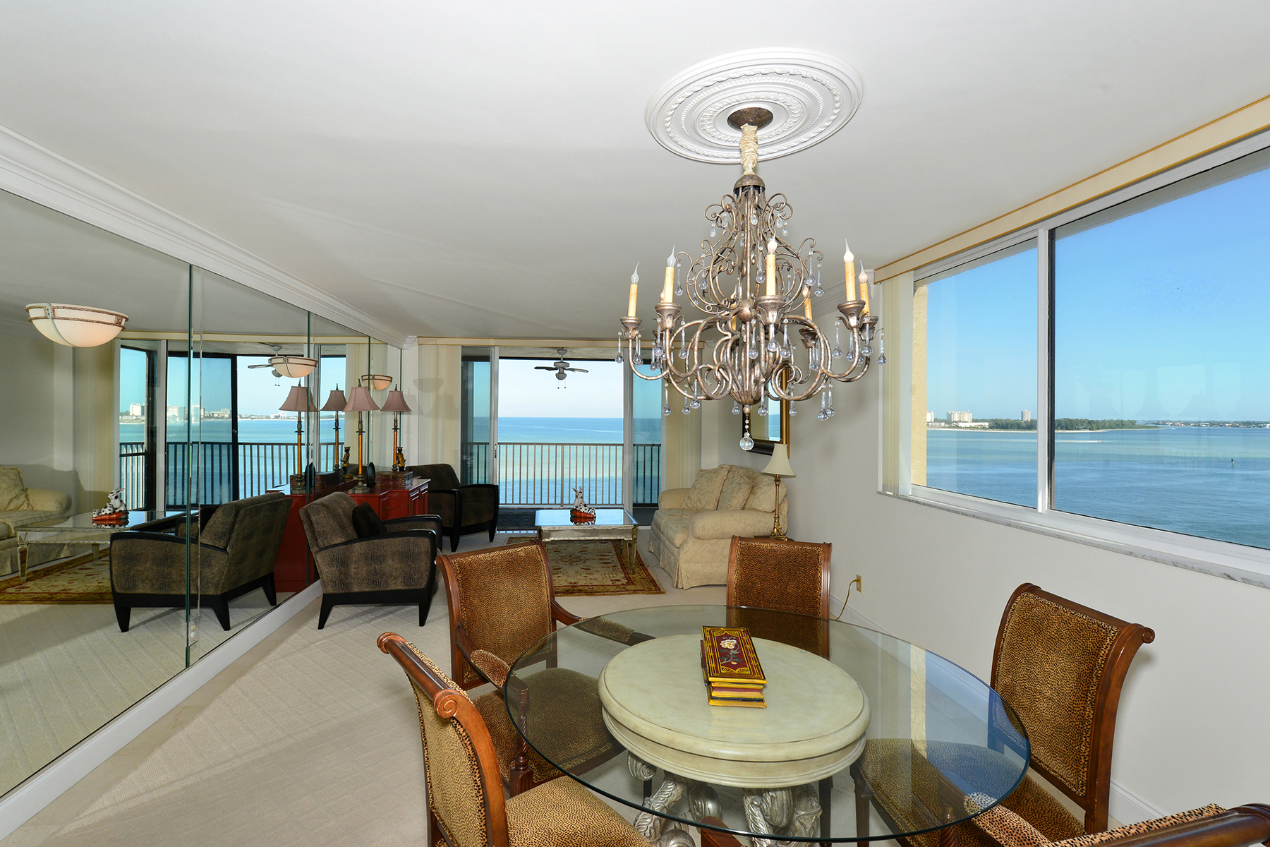 Кооперативная квартира для того Продажа на SIESTA TOWERS 4822 Ocean Blvd 9C Sarasota, Флорида 34242 Соединенные Штаты