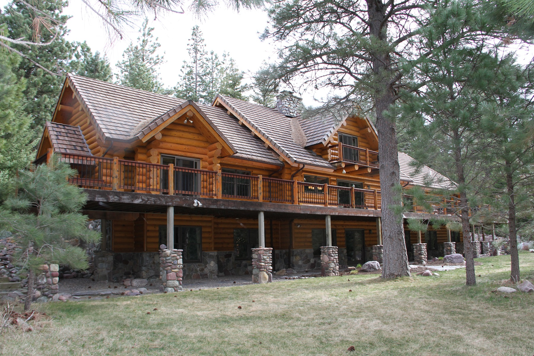 Casa Unifamiliar por un Venta en Blackfoot River Lodge 18465 Highway 200 E Bonner, Montana, 59823 Estados Unidos