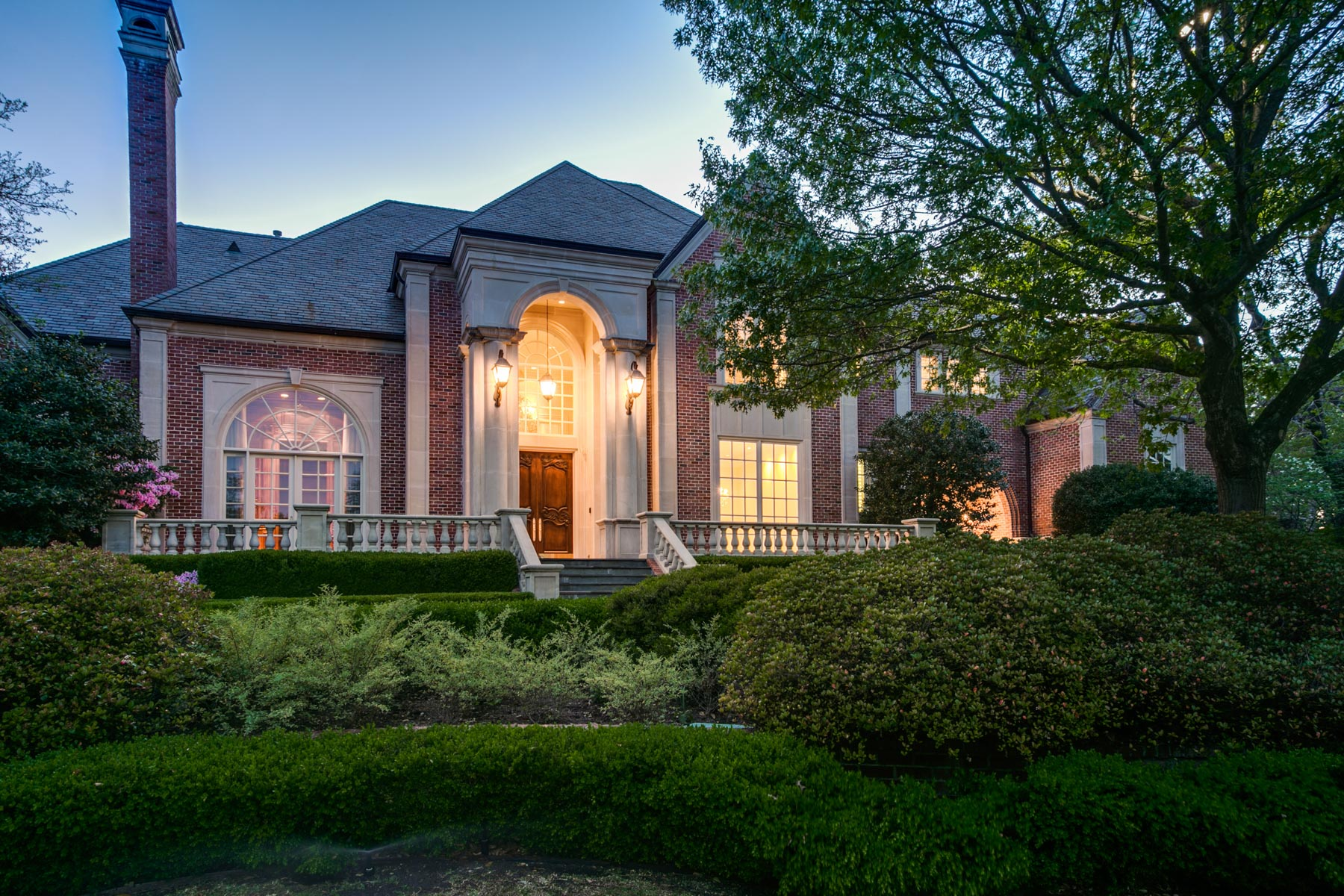 sales property at 21 Robledo Drive, Dallas