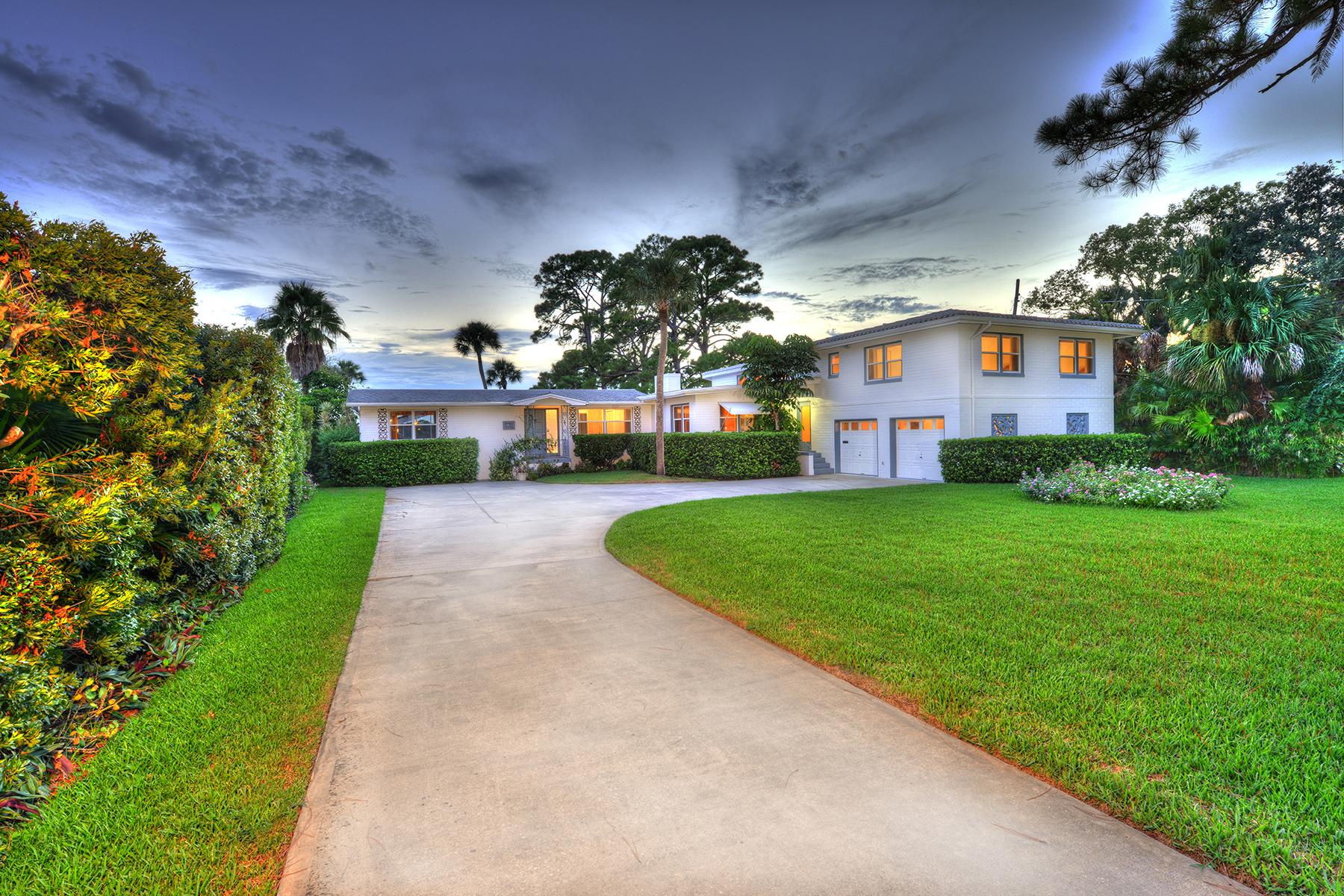 단독 가정 주택 용 매매 에 SPRUCE CREEK AND THE BEACHES 1533 N Halifax Ave Daytona Beach, 플로리다, 32118 미국