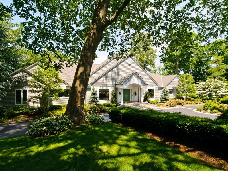 独户住宅 为 销售 在 Traditional 7 Mill Pond Ln Lattingtown, 纽约州 11560 美国