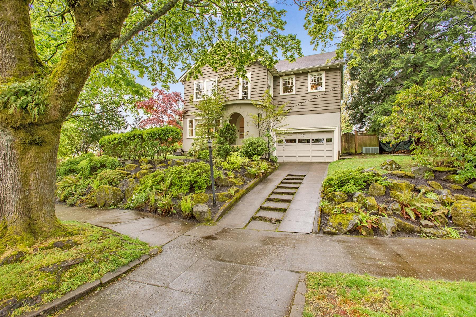 独户住宅 为 销售 在 121 NE LAURELHURST, PORTLAND 121 NE LAURELHURST Pl 波特兰, 俄勒冈州, 97232 美国