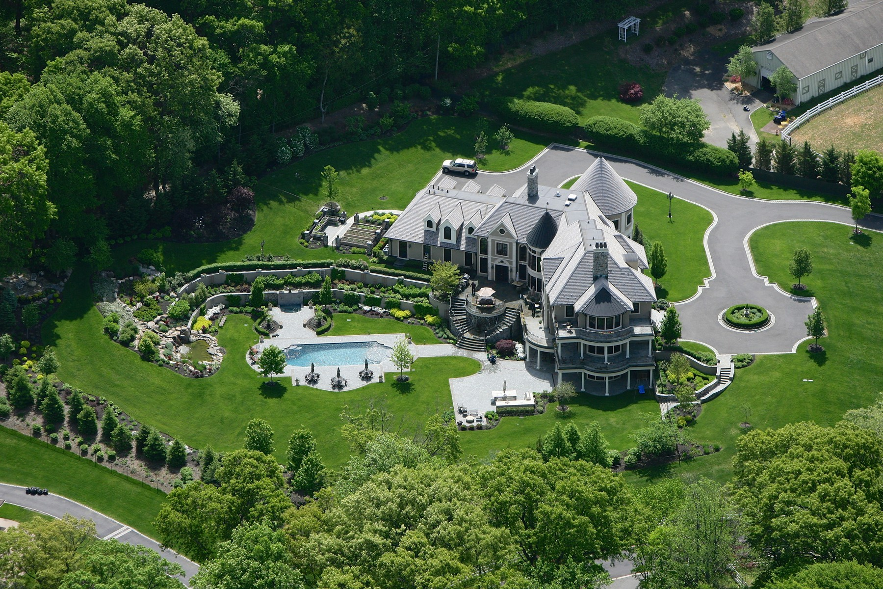 Nhà ở một gia đình vì Bán tại Colonial 324 Calf Farm Mill Neck, New York 11765 Hoa Kỳ