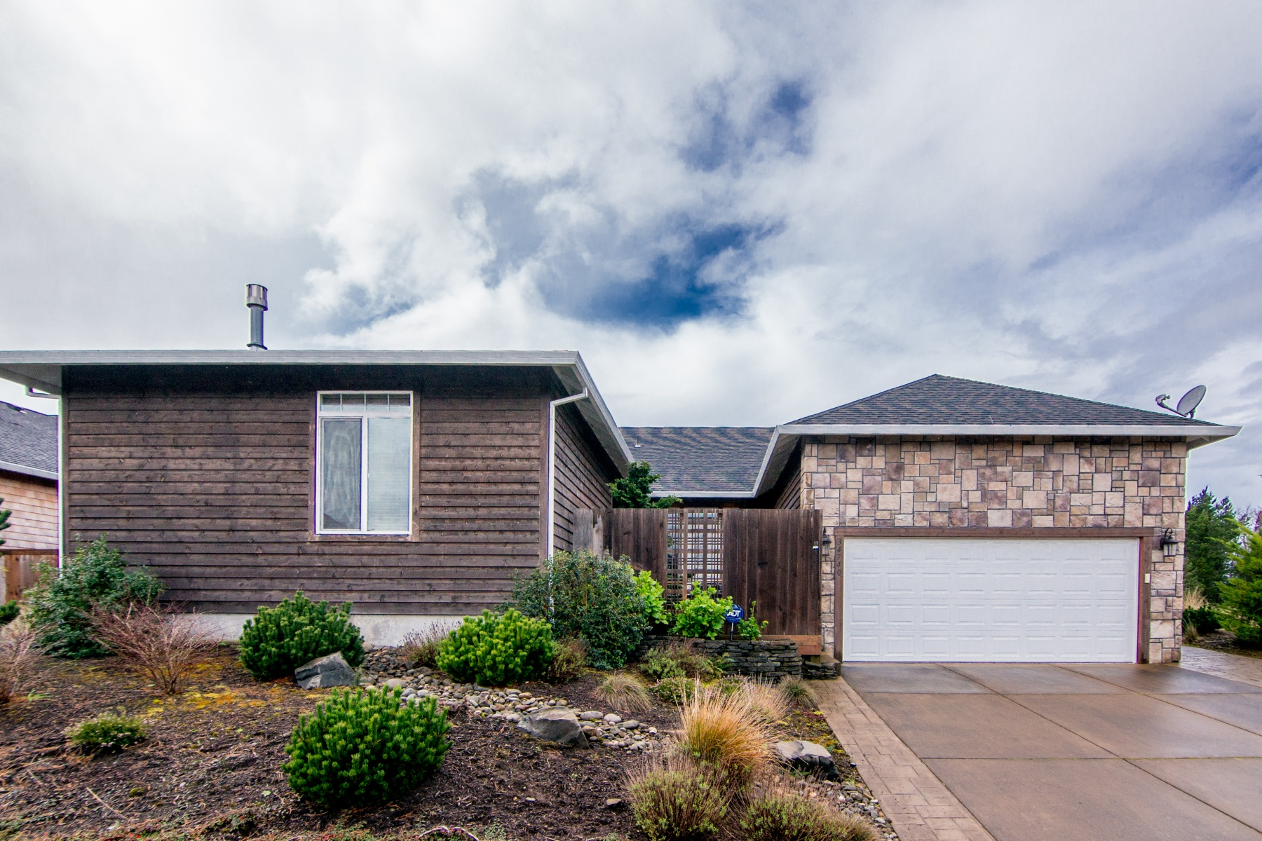 Nhà ở một gia đình vì Bán tại 34740 LODGEPOLE DR, MANZANITA Manzanita, Oregon, 97130 Hoa Kỳ