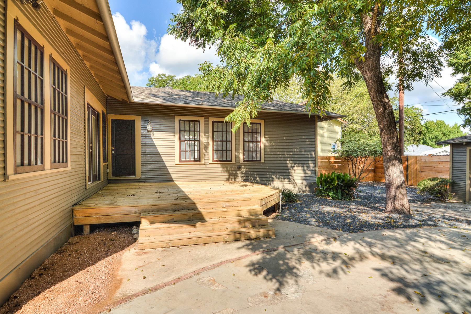 Additional photo for property listing at Mahncke Park Craftsman Bungalow 339 Pershing Ave San Antonio, Texas 78209 United States