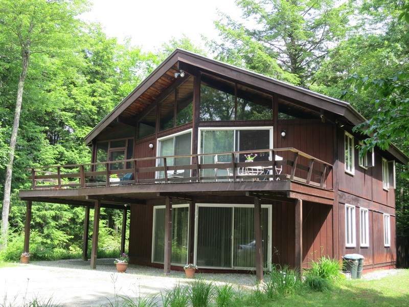 Single Family Home for Sale at Surprisingly Spaciou 17 Deepwoods Rd Winhall, Vermont, 05340 United States