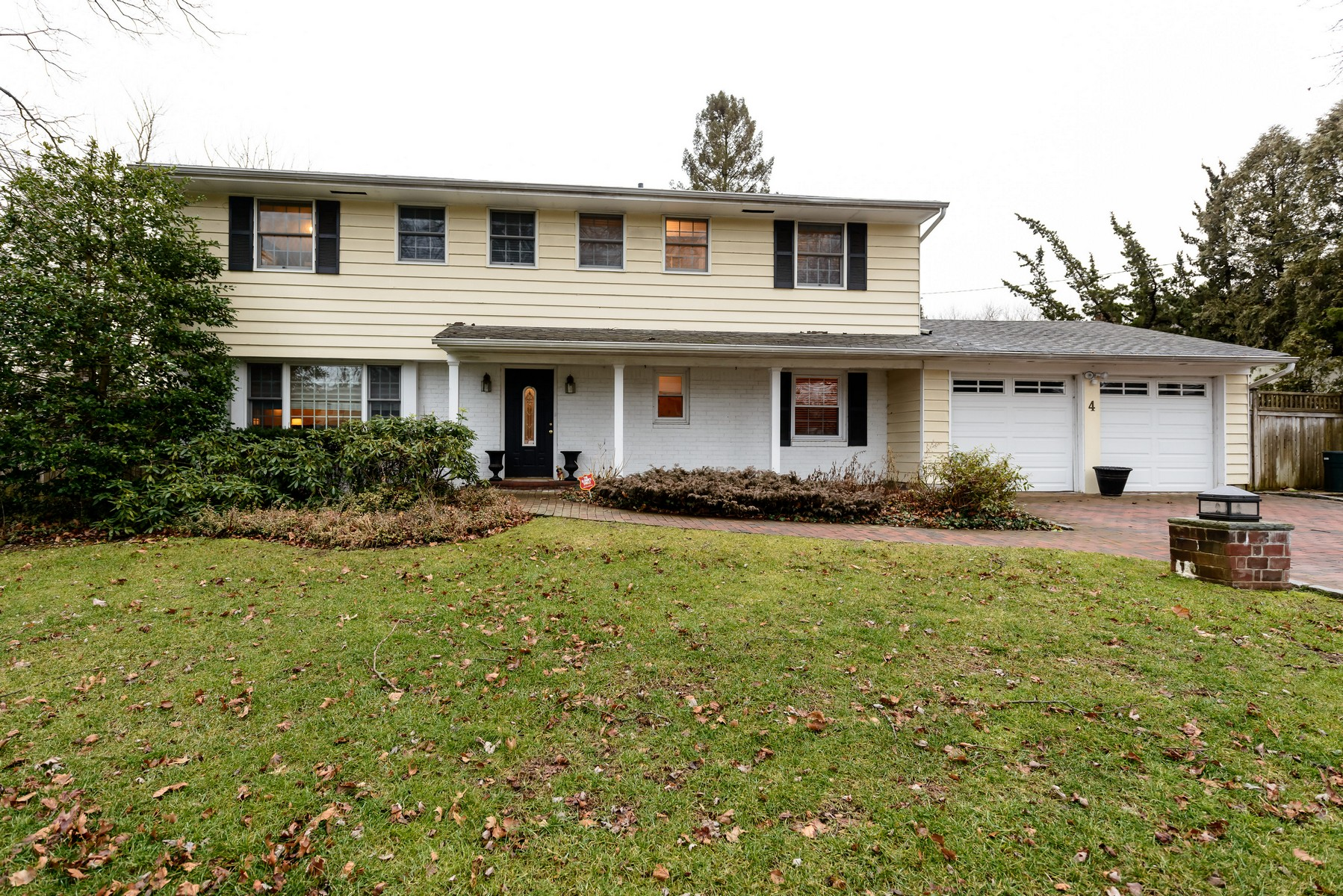 Single Family Home for Sale at Colonial 4 Kay Pl Huntington, New York, 11743 United States