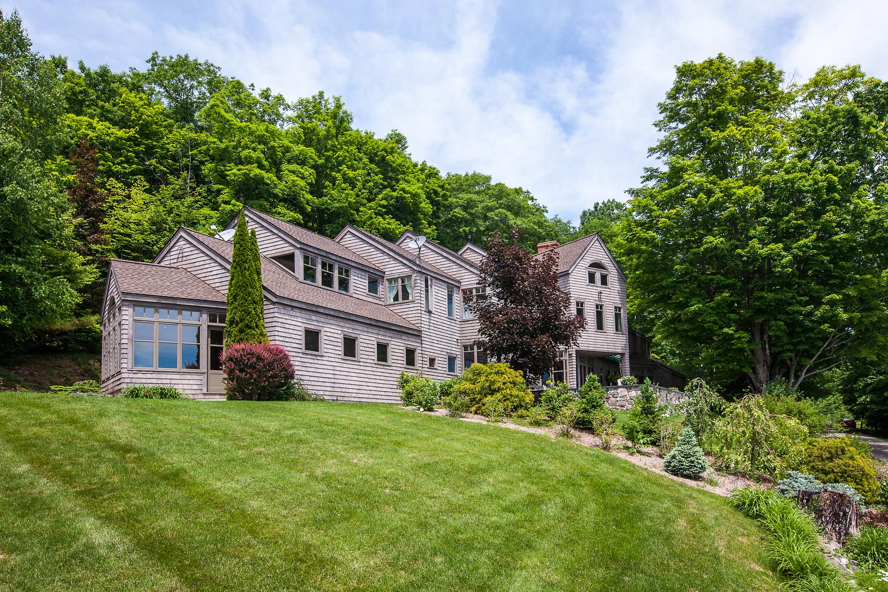 Nhà ở một gia đình vì Bán tại A View From Every Window 308 Uphill Ln Dorset, Vermont 05251 Hoa Kỳ