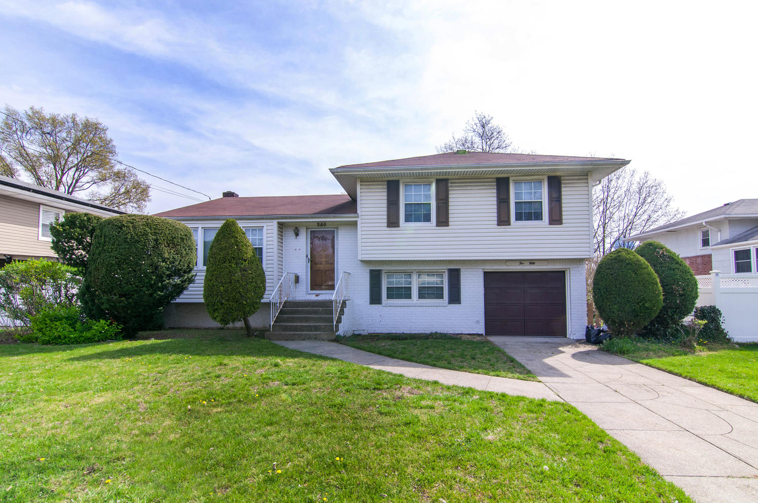 Single Family Home for Sale at Split Ranch 250 New Hyde Park Rd Franklin Square, New York, 11010 United States