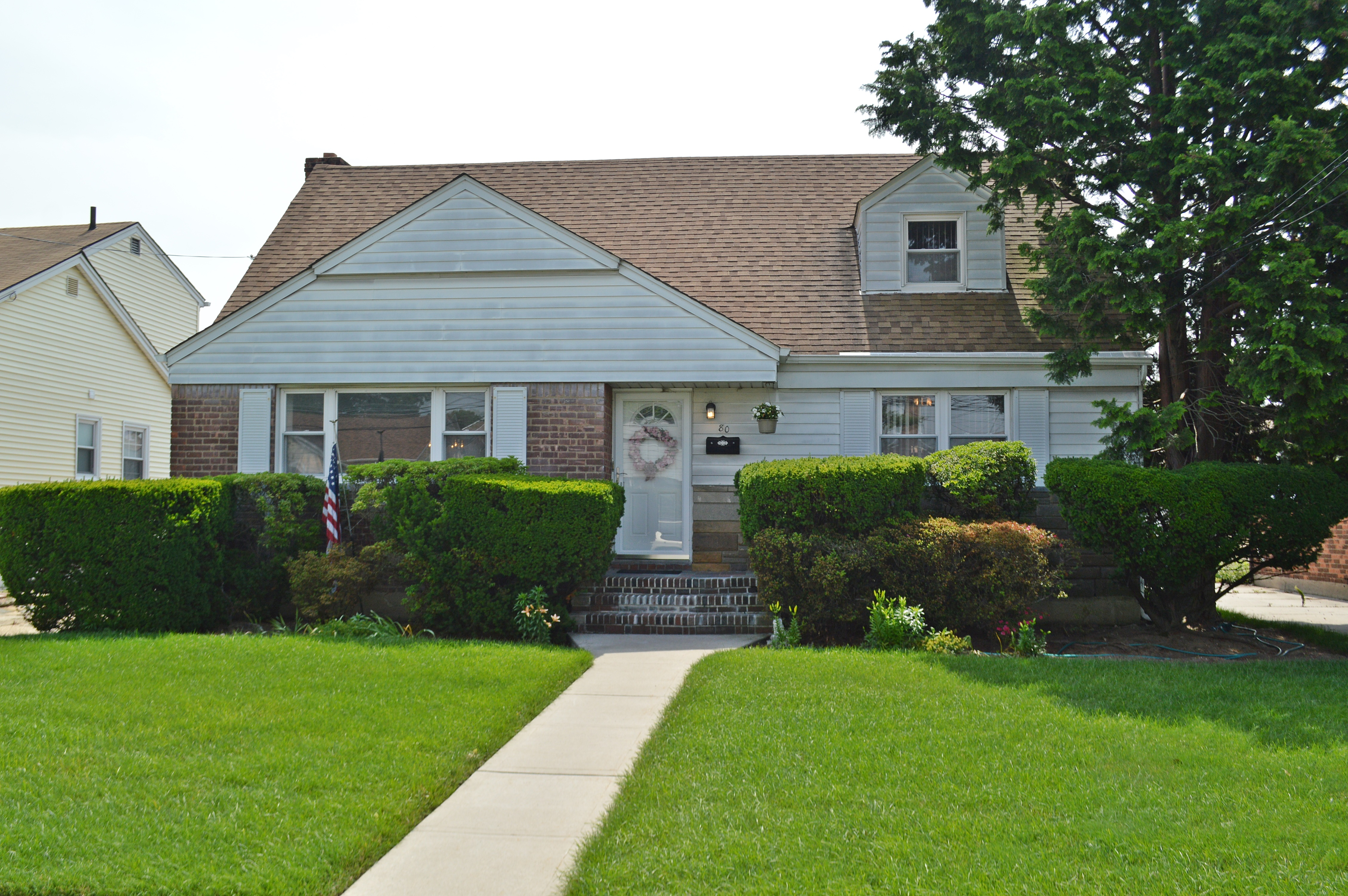 Single Family Home for Sale at Cape 80 Countisbury Ave Valley Stream, New York 11580 United States