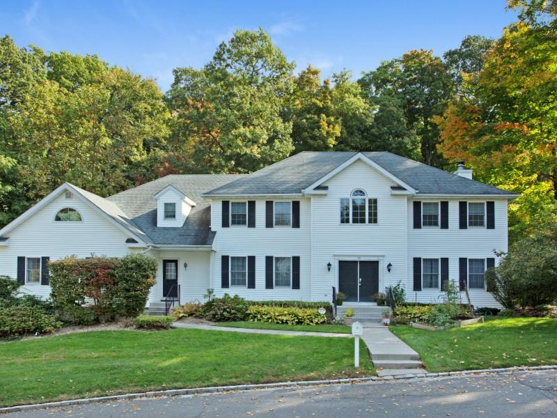 一戸建て のために 売買 アット Colonial 50 Davis Ln Roslyn, ニューヨーク 11576 アメリカ合衆国