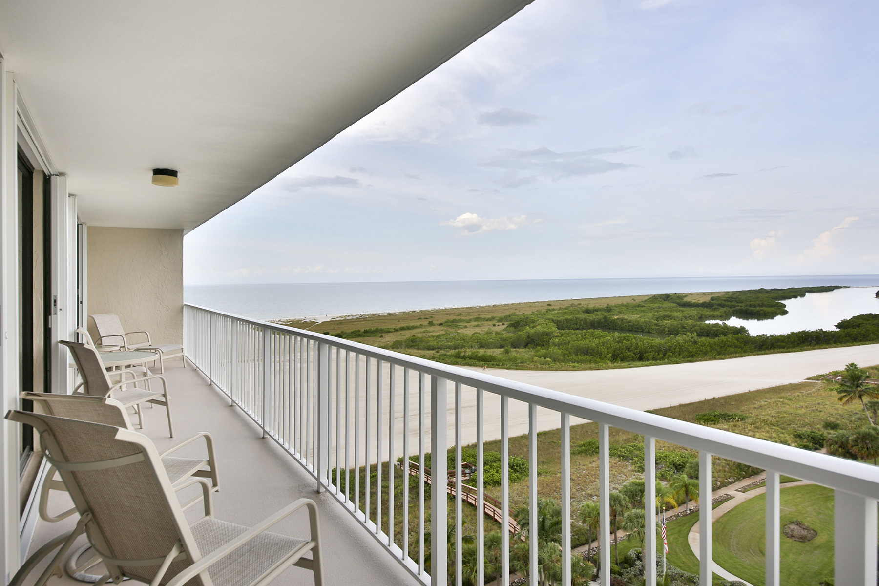 Condominio per Vendita alle ore SOUTH SEAS 260 Seaview Ct 1210 Marco Island, Florida, 34145 Stati Uniti
