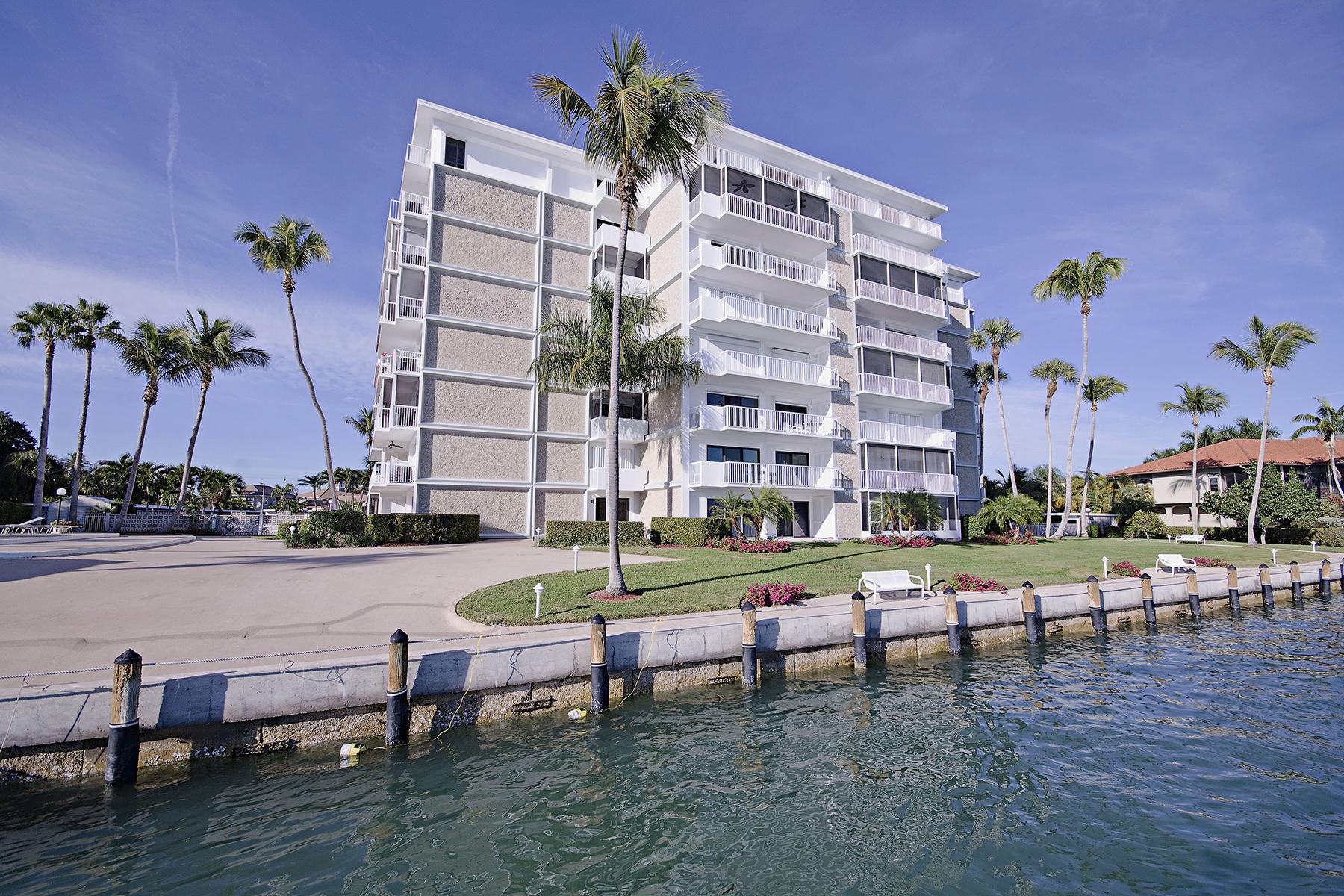 Condomínio para Venda às ISLES OF CAPRI - MARCO TOWERS 60 Pelican St 302 Naples, Florida 34113 Estados Unidos