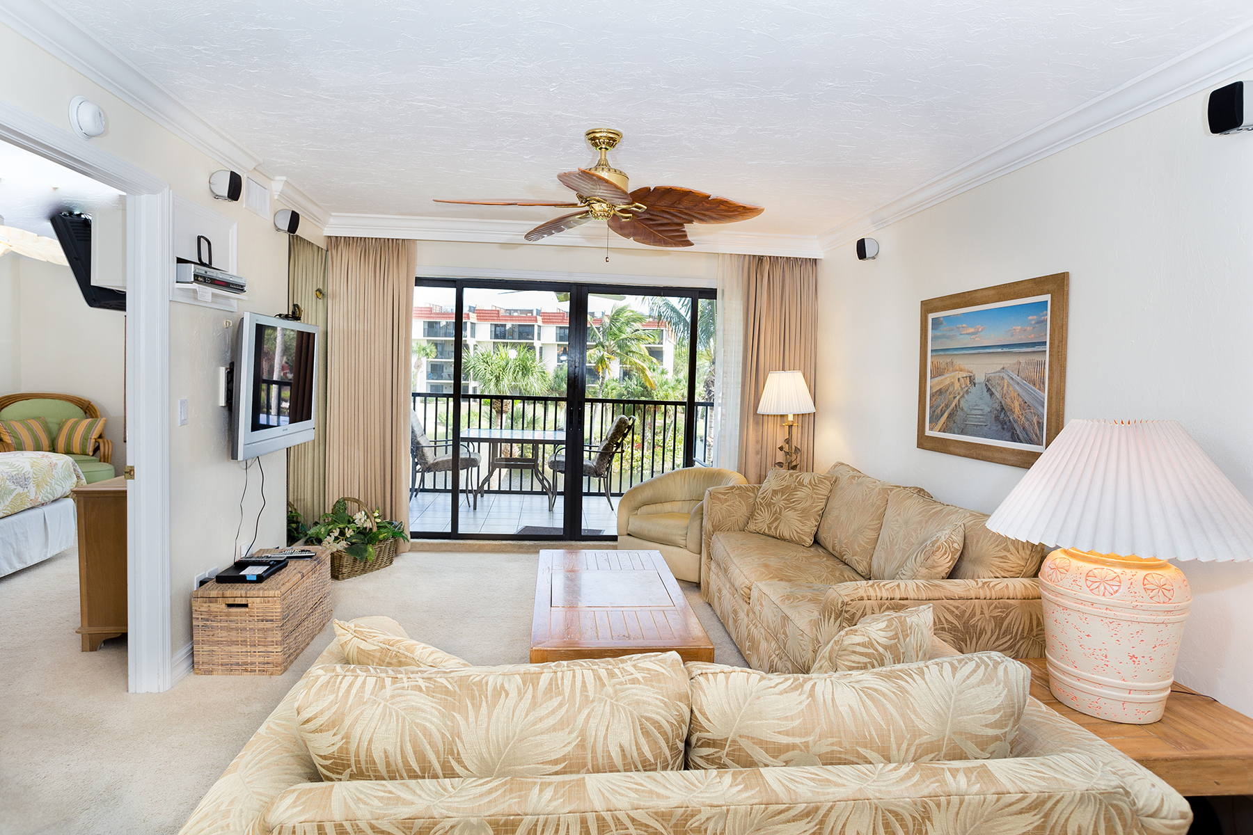 Condominio per Vendita alle ore SANIBEL 2445 West Gulf Dr B-25 Sanibel, Florida, 33957 Stati Uniti