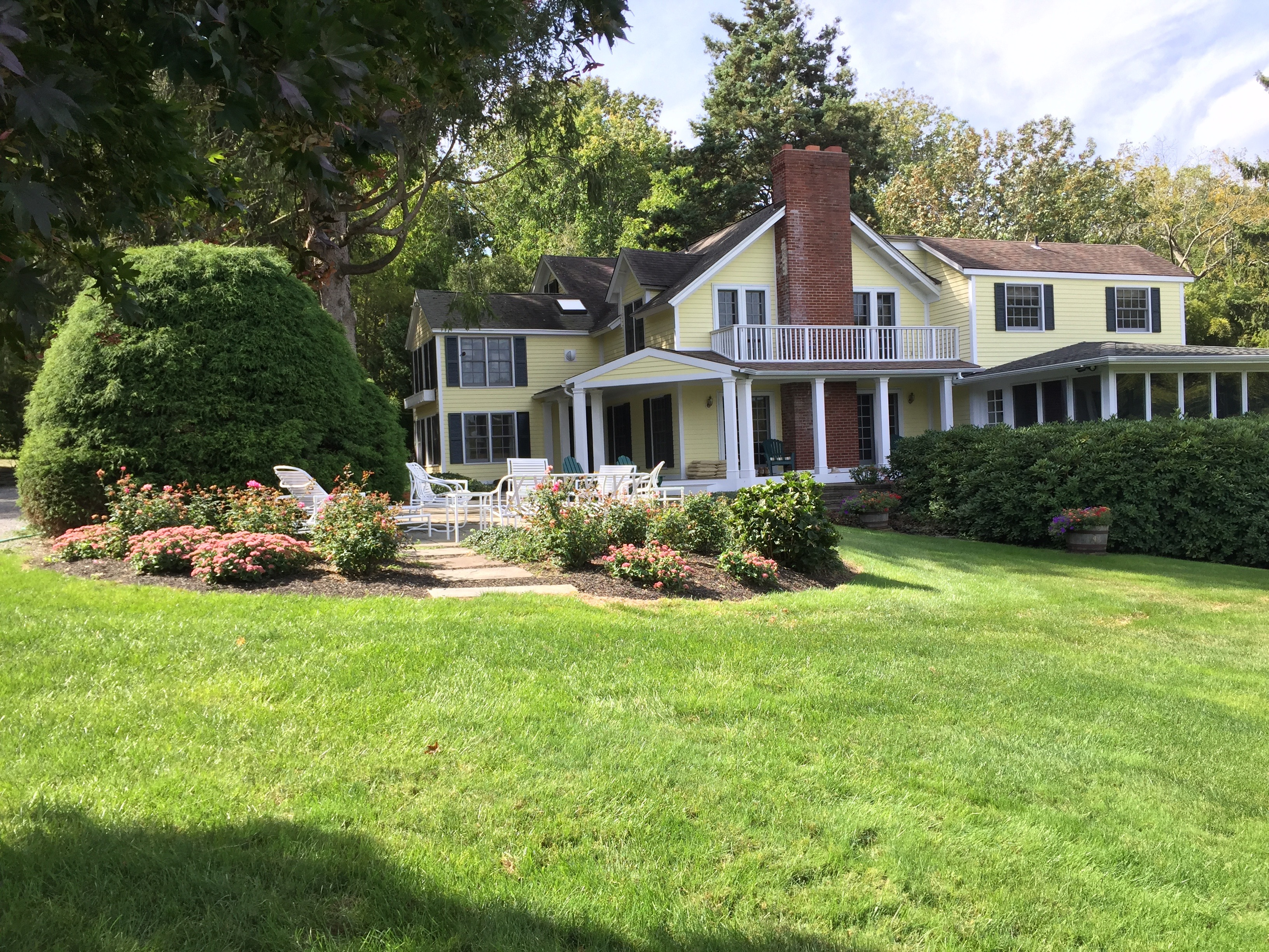 Single Family Home for Sale at Farmhouse 257 Southdown Rd Rd Lloyd Harbor, New York, 11743 United States
