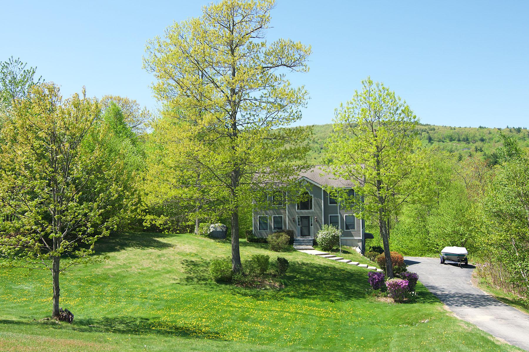 Maison unifamiliale pour l Vente à 74 Lakewood Drive, Alton Alton, New Hampshire, 03810 États-Unis