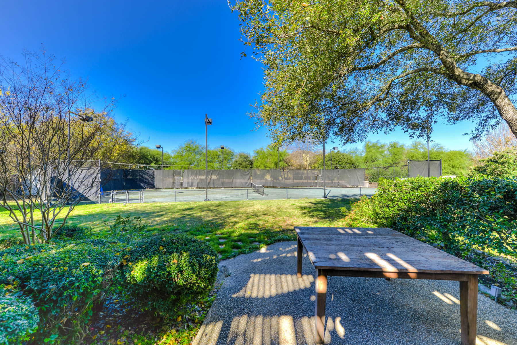 Additional photo for property listing at Gorgeous Home in Shavano Park With a Tennis Court 107 Post Oak Way San Antonio, Texas 78230 United States
